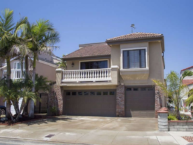 Stunning marina home with private dock! You'll never want to leave!, holiday rental in Camarillo