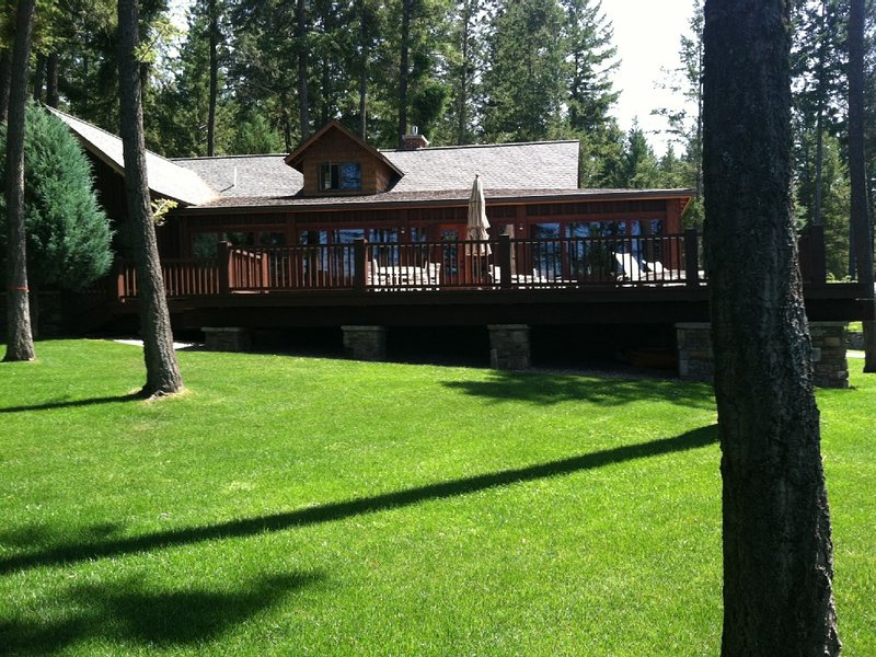 FABULOUS Lakefront Property on Rocky Point! Classic cabin with every amenity!, casa vacanza a Rollins
