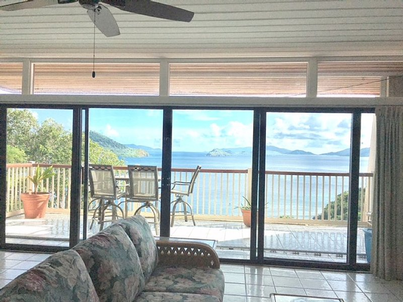 Stunning Views  Spacious 2 BR/2BA - sleeps 6! Book Now for Late Summer!, vacation rental in Tutu