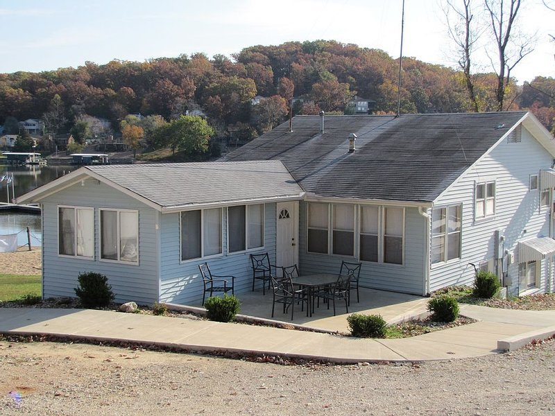 Lake of the Ozarks Getaway - At Captain Ron's #16A, vacation rental in Sunrise Beach