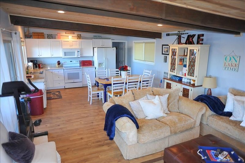 Desirable Bee Rock Location - 1 of 7 Private Peninsula Units, holiday rental in Lake Nacimiento