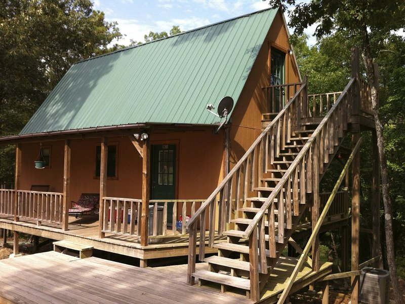 The Old Factory Getaway: Experience Life on the Little Missouri River, casa vacanza a Glenwood