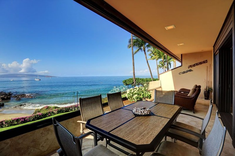 Gorgeous Ocean Front Condo - Starting * $540.00/night - Makena Surf #G-204, aluguéis de temporada em Makena