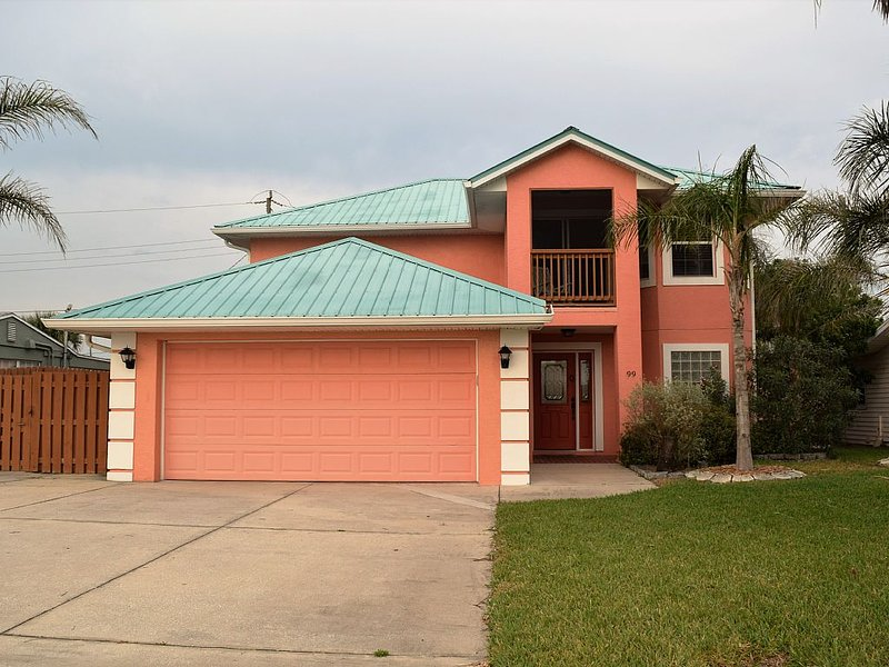 Spoil yourself just steps from the beach! HOT TUB! Great family retreat!!!, Ferienwohnung in Ormond Beach