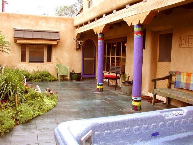 Blue Elk Casa enclosed Patio with Hot Tub Air Conditioned Walk to Plaza, alquiler de vacaciones en Taos