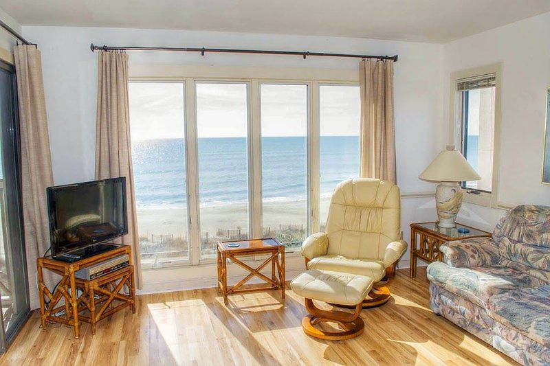 3BR Oceanfront Condo with NEW FLOORING FOR THE 2016 SEASON!, vacation rental in Pine Knoll Shores