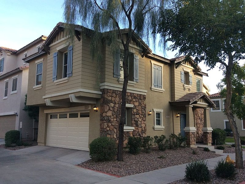 Baseball fan? Perfect location to see all pre-season action!, vacation rental in Phoenix