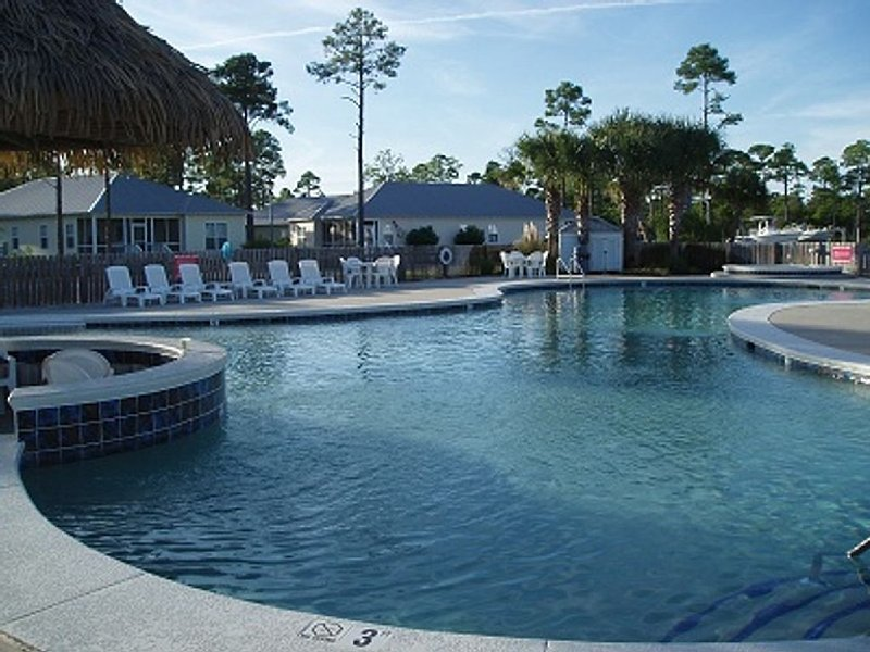 CHARMING COTTAGE, FAMILY-FRIENDLY & OUTDOOR ADVENTURES! BOOK NOW AND SAVE!!!, location de vacances à Gulf Shores
