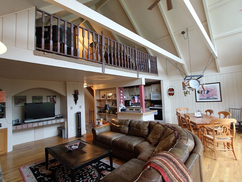 Slope side chalet - Walk out, ski down!, holiday rental in Beech Mountain