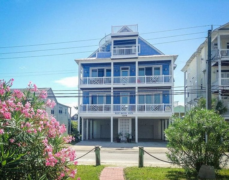 Blue Water Vista - 7 Bedroom Ocean and Canal Views - Pool, Boat Dock, Ferienwohnung in Carolina Beach
