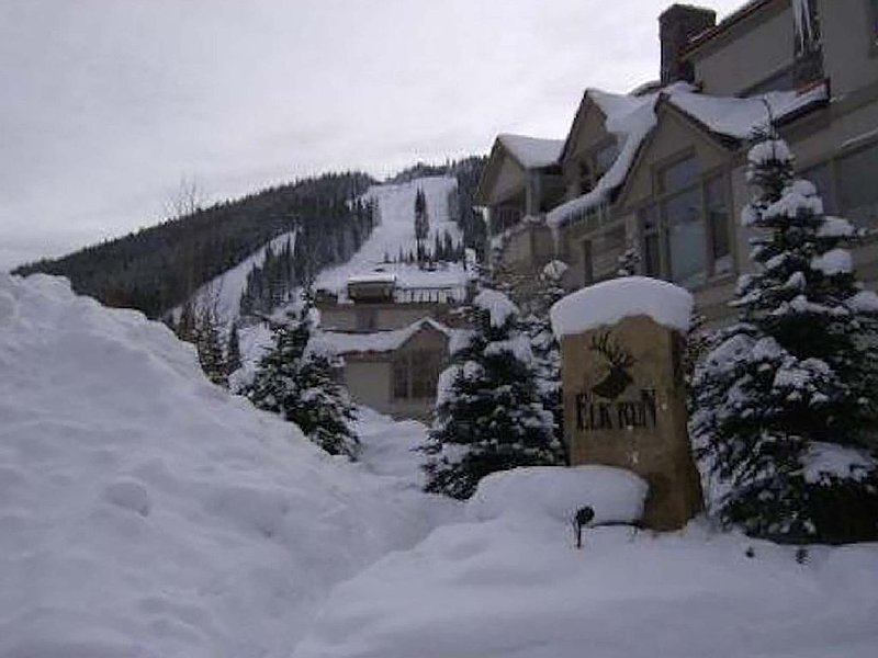 Nice  quiet condo near Super Bee Lift with laundry on site, alquiler vacacional en Copper Mountain