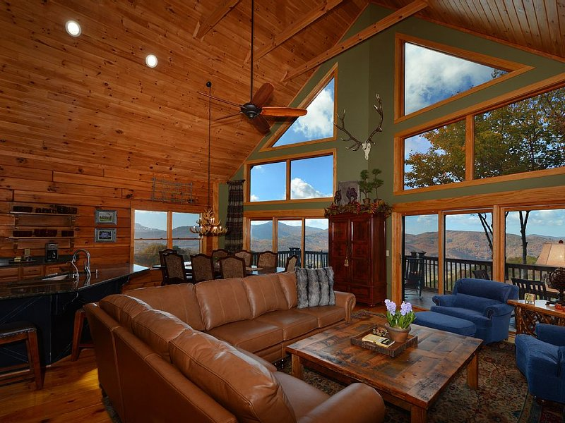 ☆Rustic Luxury☆Panoramic☆3 Kings/5 Others☆Hot Tub☆Fire Pit☆Fireplace☆Ski Close☆, vacation rental in Banner Elk
