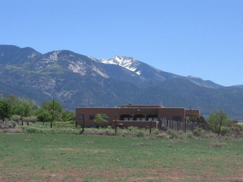 High Mesa Cottage - Stunning Adobe Between Ski Area and Town, holiday rental in Taos