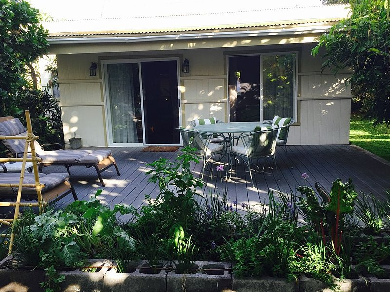 PUAKO 1940's Vintage Beach Cottage - Now with Air Conditioning, holiday rental in Waimea