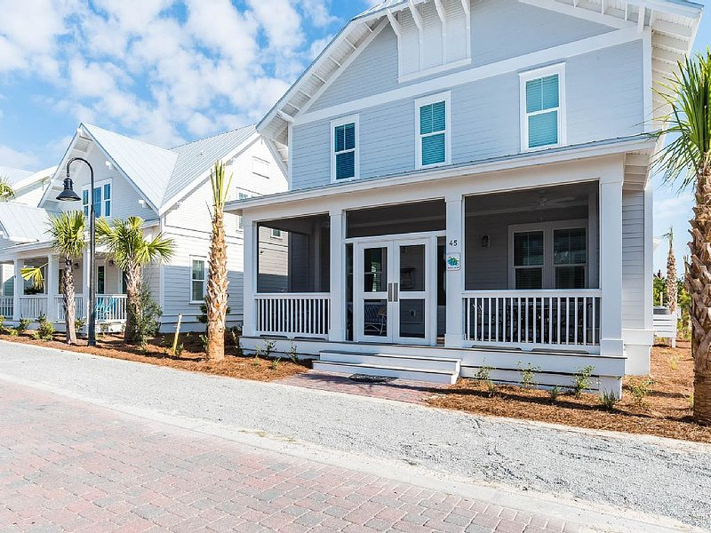 30A Prominence S.–New Luxury Dog-Friendly Home, 2 Masters (1 on main), sleeps 11, vacation rental in Inlet Beach