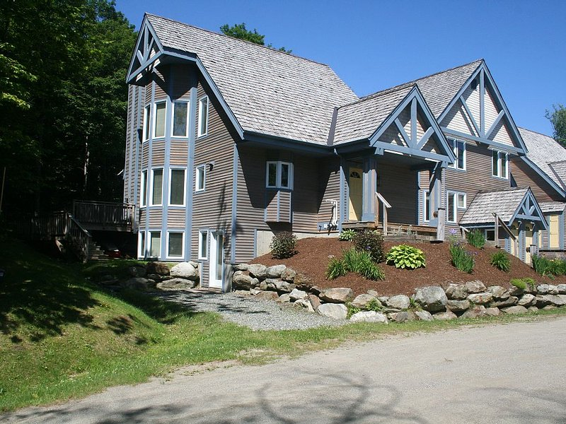 Jay Peak Resort - Luxury ski-in/ski-out 5-bedroom, 4 bath townhouse, Ferienwohnung in Mansonville