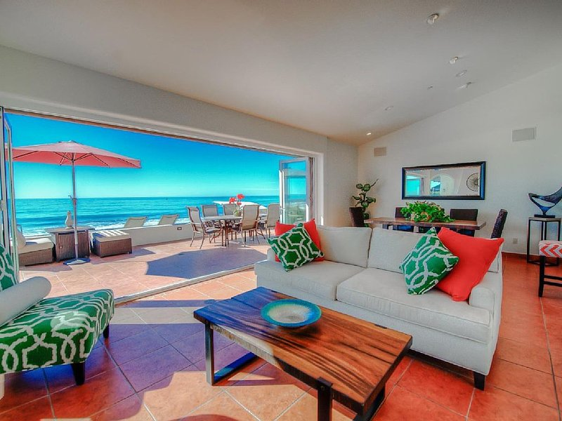 Beautiful Immaculate Oceanfront Home on Private Beach (Sleeps 10), holiday rental in Dana Point