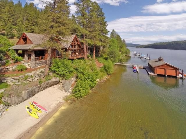 Incredible Lodge Style Waterfront Vacation Rental for 20 on Lake Coeur d'Alene, alquiler vacacional en Coeur d'Alene