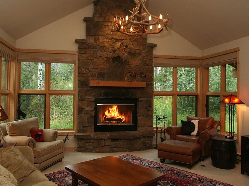 True Ski In/Out,Luxury 3 BR+Bunks,3.5 Bath,Private Woods View,Hot Tub, alquiler de vacaciones en Teton Village