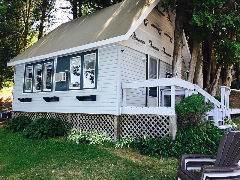 lakefront cottage with great fishing – semesterbostad i Westport