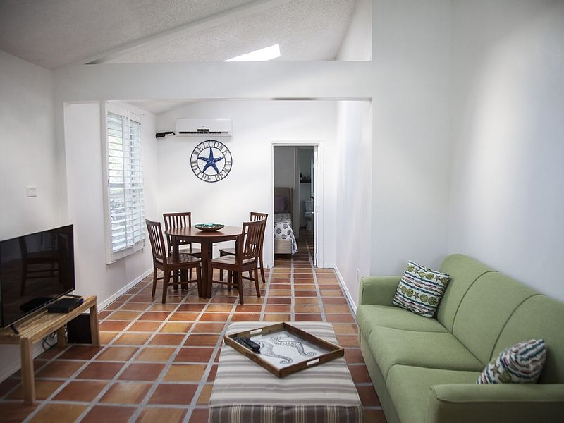 Playalido Unit #1 Vacation Home, Is Beach Complex A Few Steps-from Lido Beach, vacation rental in Lido Key