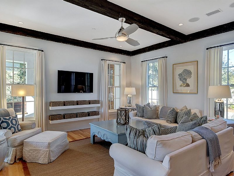 Comfortably Chic-Expansive Courtyard-Minutes to Beach/Pools-4 Bikes Included, holiday rental in Rosemary Beach