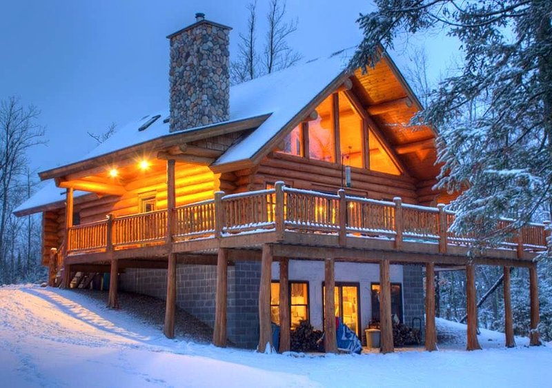 4 Season Hand-scribed LogHome Little Bass Lake/Private retreat, vacation rental in Deer River