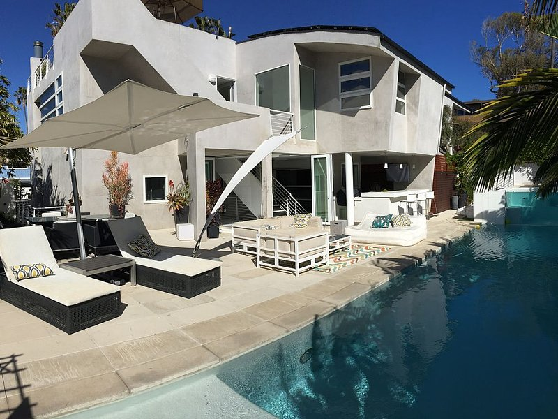 Modern Dream! Amazing views of Ocean!  Walk to the Beach with Pool and Spa!, alquiler vacacional en Del Mar
