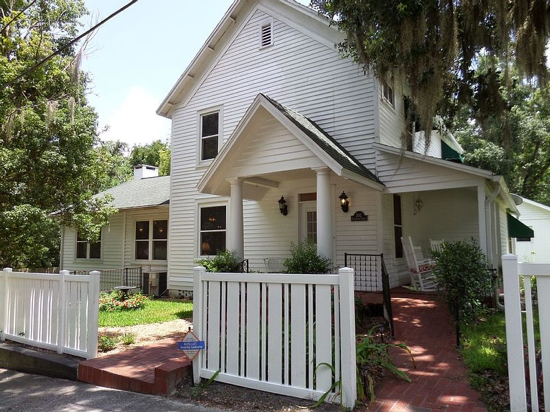 Spacious Beautiful Comfortable - Florida's Nature Coast!, holiday rental in Trilby