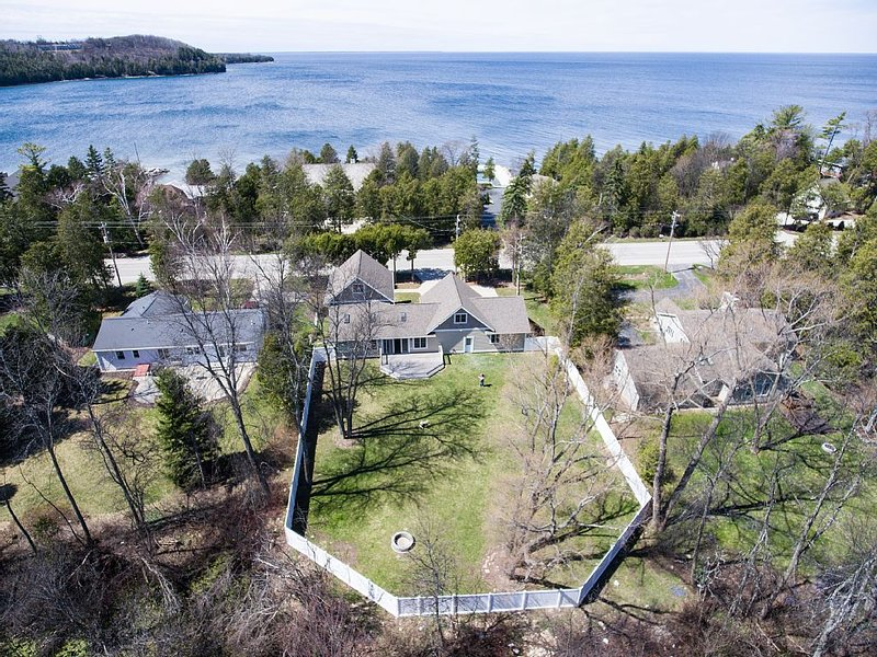 New for 2016, Luxuriously Renovated, Walk to the Beach & Downtown Sister Bay, holiday rental in Gills Rock