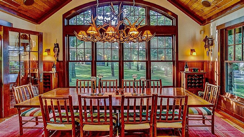 Experience the Northwood Lakes on a 1917 Arts and Crafts Estate, holiday rental in Pine River