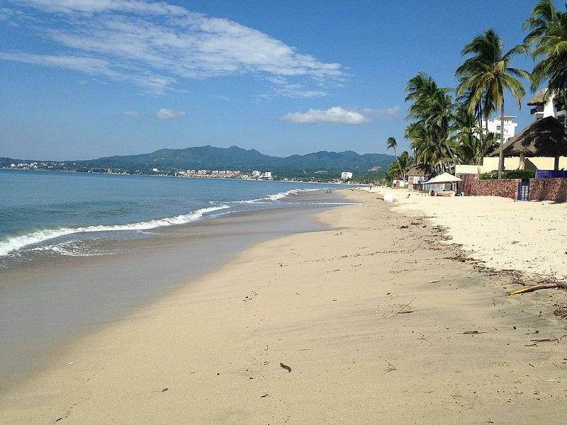 Beautiful Open Spacious Relaxing Oceanfront Condo, location de vacances à Bucerias