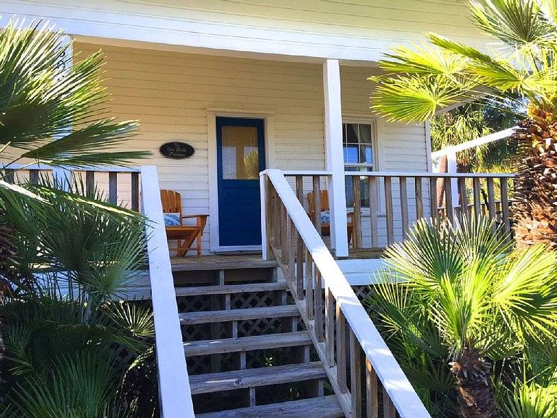 Heart of Downtown! Boat Ramp, Restaurants, Shopping Within One Block, vacation rental in Cedar Key