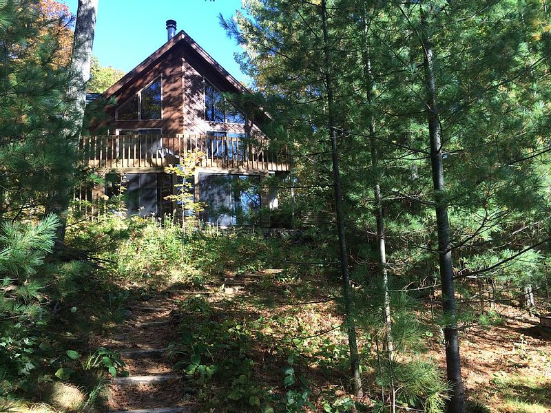 Civilized 4 BR Lake Home in North Wisconsin Woods, alquiler de vacaciones en Radisson