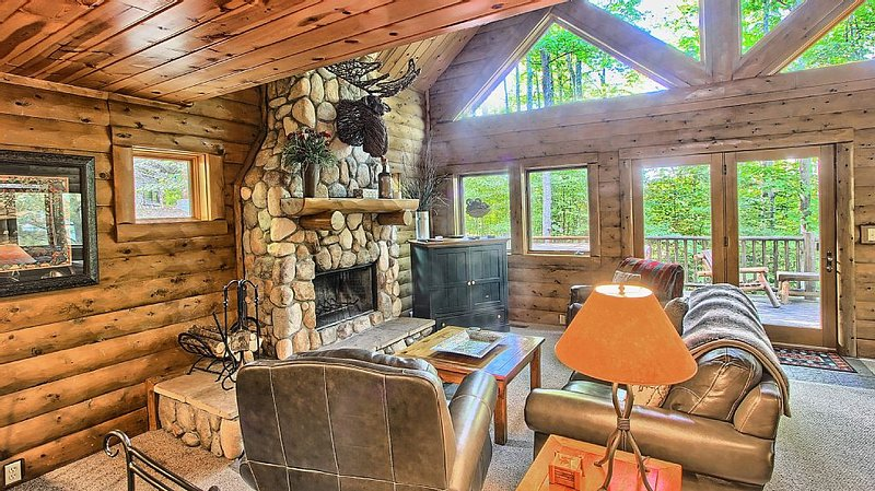 3BR Mountain Cabin - Skier and Golfer Paradise, Private, Sleeps 8, vacation rental in Charlevoix County