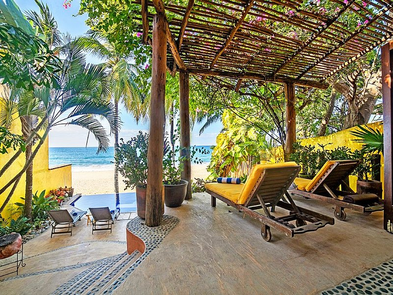 Your Tropical Beachfront Paradise Getaway, holiday rental in Sayulita