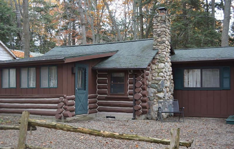Spacious Log Cabin - Sleeping Bear National Lakeshore, alquiler de vacaciones en Benzie County