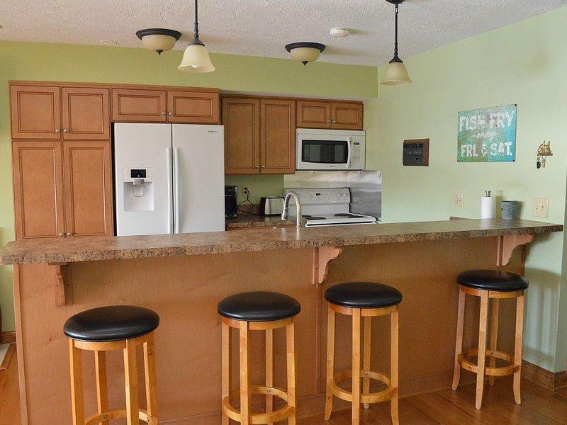 Penthouse 3 Bedroom, 3 Bathroom Family Friendly Condo at Harborside Condos, holiday rental in Port Clinton