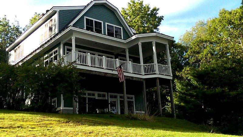 New Well Built Elegant Home on the Water 2 miles to Freeport, 9  to Portland!, vacation rental in Freeport