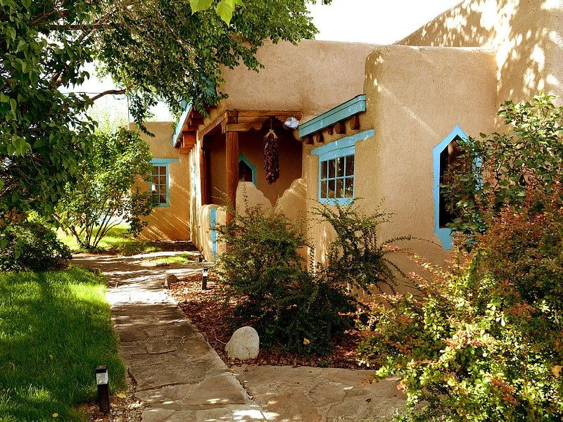Montana Luz Hacienda Views, Air Condition, Enclosed yard, Hot tub and Sauna, holiday rental in Arroyo Seco