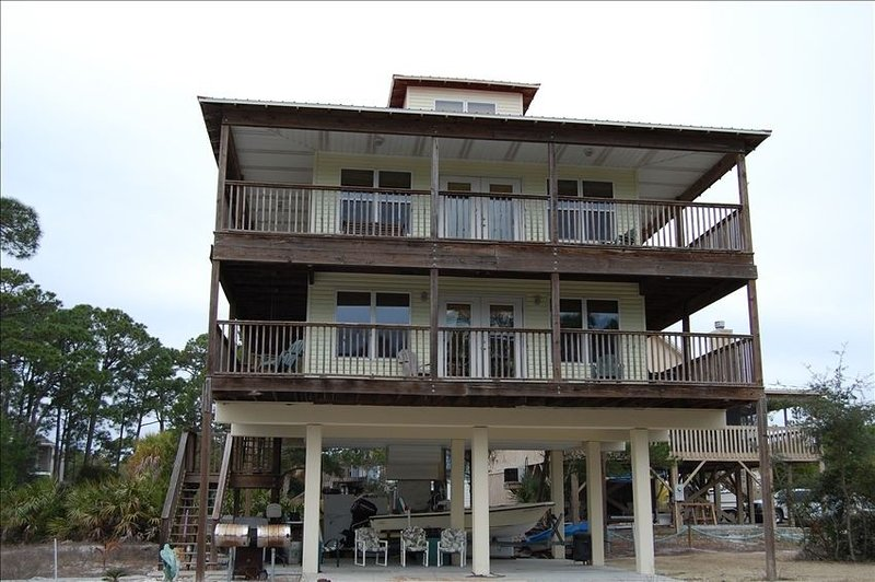 Deeded Bay & Beach Access! Recent Upgrades! 1/4 mile from St. Joseph State Park!, vacation rental in Port Saint Joe