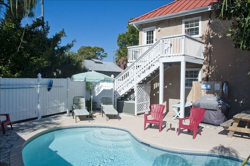 Charming Vacation Spot with Private Pool, vacation rental in Tybee Island