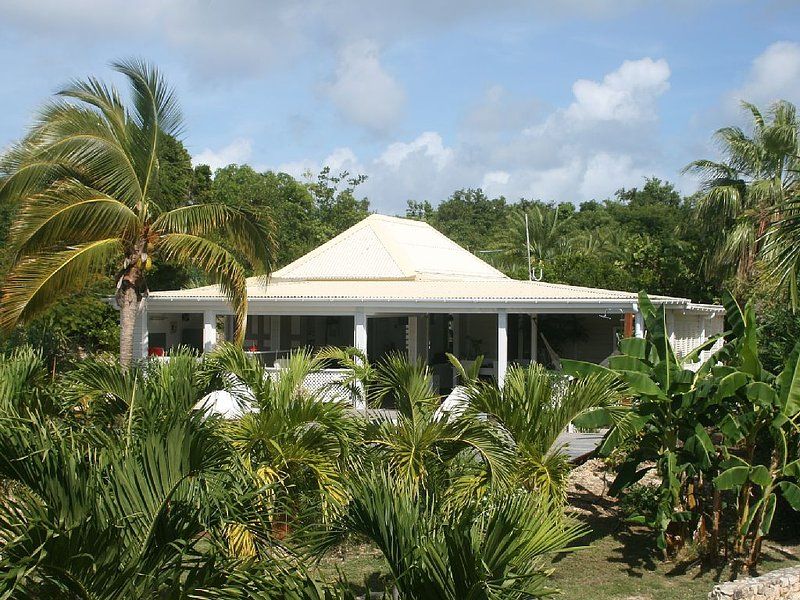 Caribbean Lodge In A Palmgrove For A Couple. Space, Privacy And Silence, holiday rental in Terres Basses