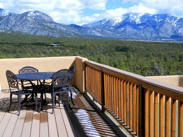 Casa Vistas Extraordinary Mountain Views,2 View decks,Secluded, Hot Tub – semesterbostad i Valdez
