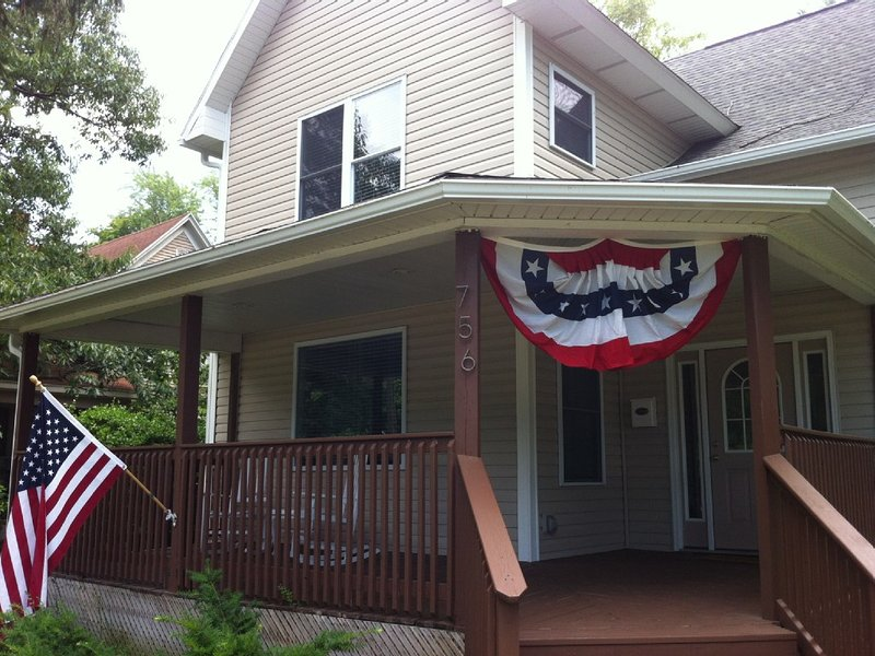 Close To Downtown, Short Drive To Beach, holiday rental in South Haven
