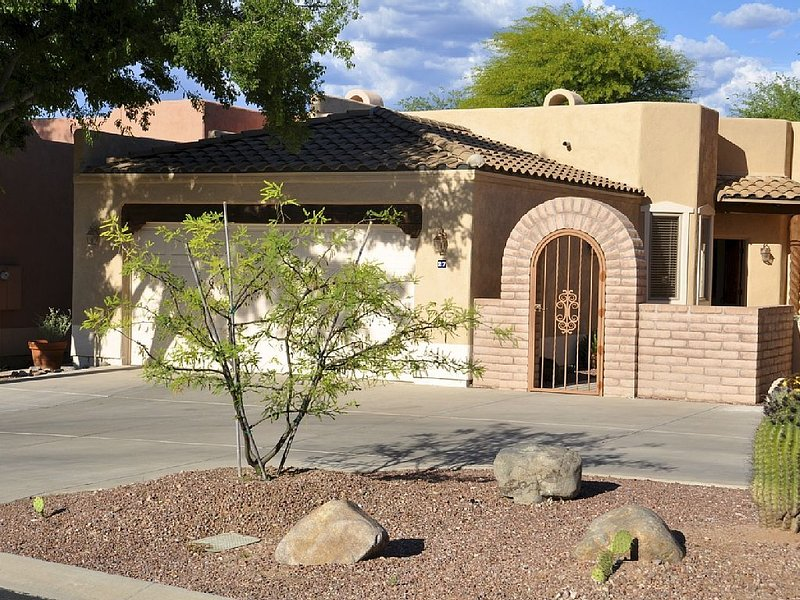 A Few Minutes Walk from Tubac shops/galleries/restaurants, vacation rental in Nogales