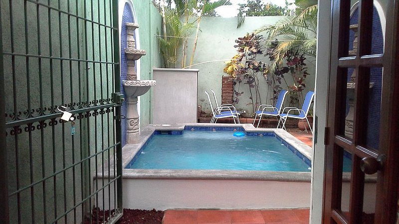 Casa Bonita 2 blocks From The Main Street Of Calle Calzada – semesterbostad i Granada