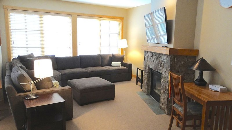 Oversized 2Bed 2Bath Condo Sleeps 8 Lots of Room!!, vacation rental in Copper Mountain