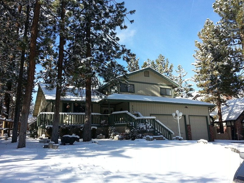 3,000 Sq.Ft. Beautiful House, WIFI, Close To Lake, Ski Lift, alquiler de vacaciones en Big Bear City