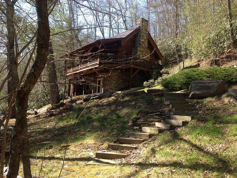 Log Cabin -**River Front **Kayaks and Tubes** Super Clean**, holiday rental in Spruce Pine